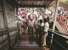 Elphinstone Road and Parel stations foot over bridge
