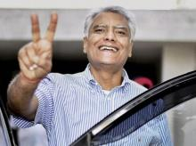 Punjab Congress President Sunil Jakhar shows victory sign as he celebrates after winning the Gurdaspur parliamentary bypoll. Photo: PTI