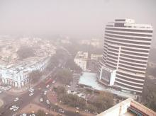 A view of Connaught Place, in the heart of New Delhi, encumbered by smog on Friday. Dense smog continued to hang over Delhi-NCR for the fourth day. Photo: Dalip Kumar