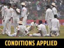 Sri Lankan players wearing pollution masks during the Delhi Test