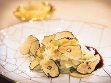 Velvet chicken with burgundy truffles