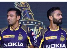 KKR captain Dinesh Karthik (R) and his teammate Robin Uthappa during a press conference and jersey of launch ahead of IPL 2018, in Kolkata. File Photo: PTI