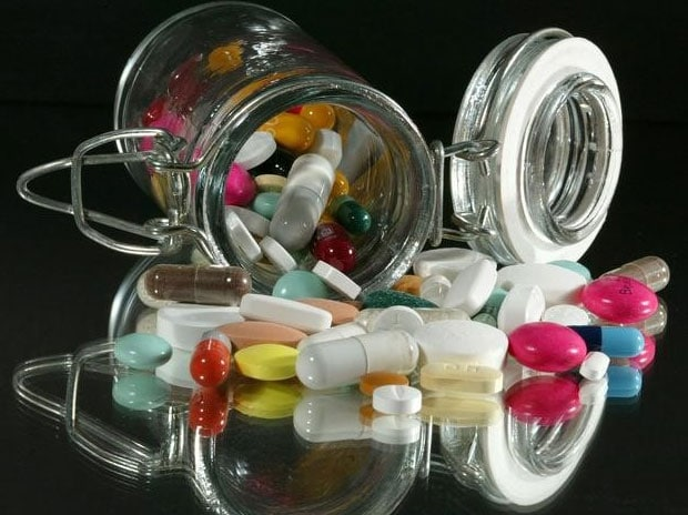Medical illustration : Pills of all kinds, shapes and colours