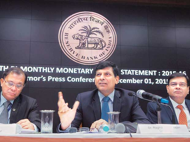 (From left) RBI Deputy Governor H R Khan, Governor Raghuram Rajan and Deputy Governor Urjit Patel during a press conference announcing the RBI monetary policy at the central bank's headquarters in Mumbai on Tuesday