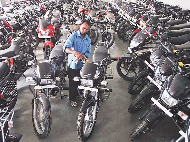Two-wheeler makers push exclusive exports
