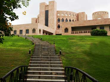 ISB takes 4th spot in Bloomberg BusinessWeek's Best Asia Pacific B-Schools