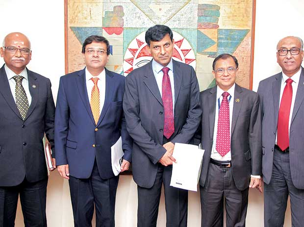RBI Governor Raghuram Rajan (third from left) with Deputy Governors R Gandhi, Urjit Patel, H R Khan and S S Mundra during a press conference in Mumbai on Tuesday