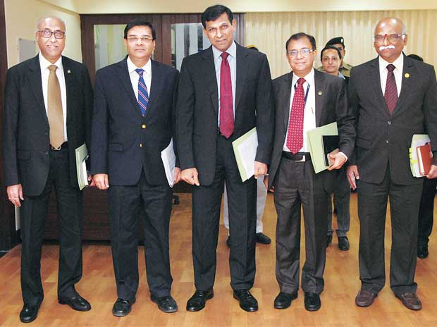 the core team: (From left)  RBI Deputy Governors S S Mundra, Urjit Patel, H R Khan and R Gandhi with Governor Raghuram Rajan (centre), during the central bank's first bi-monthly monetary policy of FY17, in Mumbai