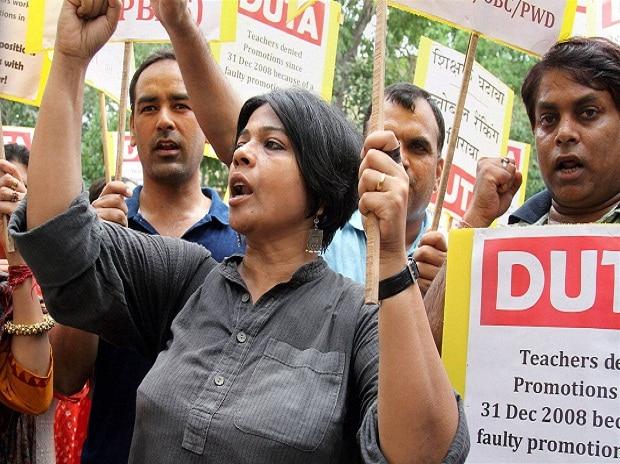 Delhi University Teachers Association (DUTA) shouting slogans outside the Khalsa College where HRD Minister, Smriti Irani inaugurated the Guru Angad Dev Teaching Learning Centre in New Delhi.
