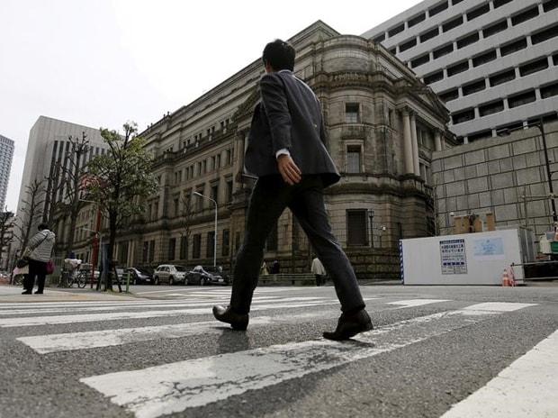 A businessman walks past the Bank of Japan (BOJ) building in Tokyo, Japan. Photo: Reuters