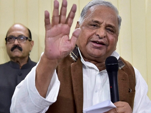 Mulayam Singh Yadav with Amar Singh during a press conference at his residence in New Delhi. Photo: PTI