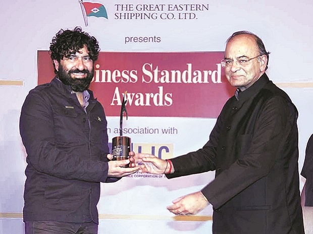 Siddhartha Lal, MD & CEO, Eicher Motors, receives the Business Standard CEO of the Year award for 2016 from Finance Minister Arun Jaitley in Mumbai on Saturday. Photo: Kamlesh D Pednekar