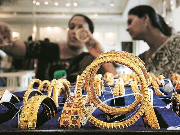 Gold price today at Rs 48,310 per 10 gm, silver trending at Rs 71,600 a kg