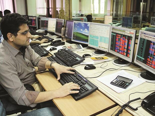 Mutual funds drive markets to lifetime highs
