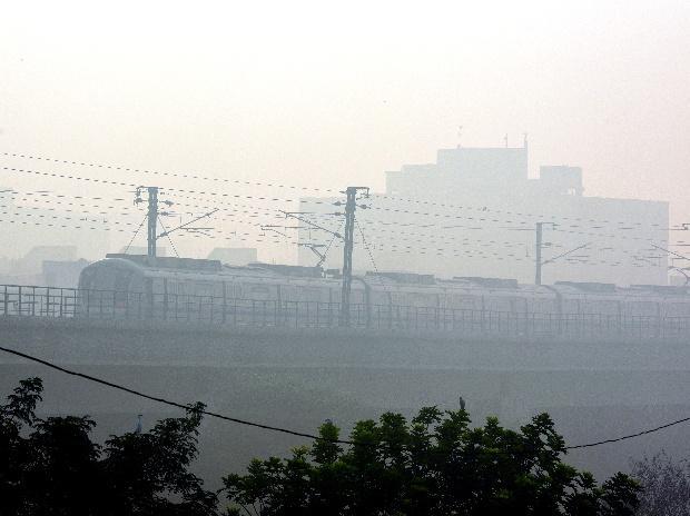 Diwali, Delhi, smog, metro, air pollution