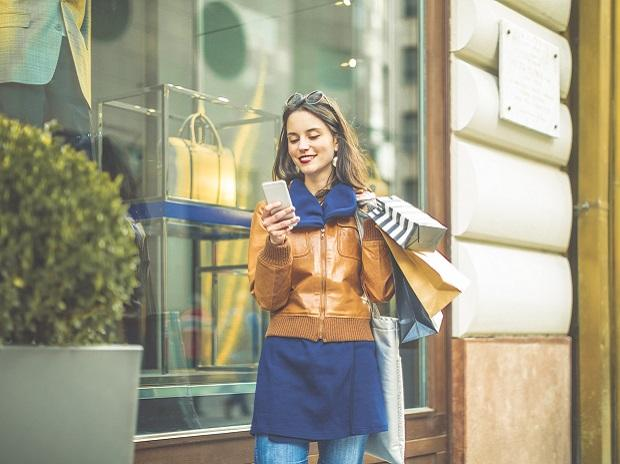 Millennial shoppers better connected than retail aides