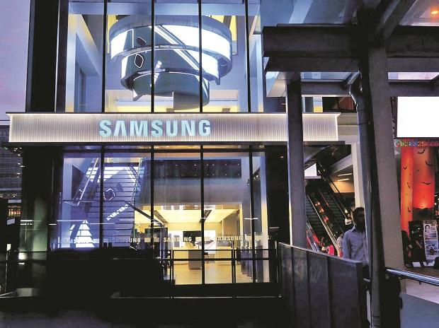 Samsung's record-breaking streak is ending on falling chip prices