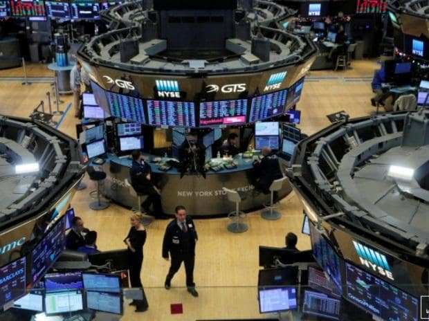 bThe trading floor is seen at the New York Stock Exchange (NYSE) in Manhattan (Photo: Reuters)