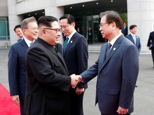 North Korean leader Kim Jong Un, left, and South Korean President Moon Jae-in