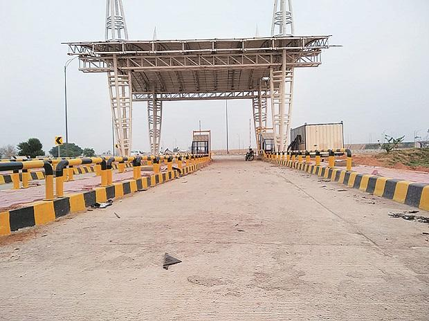 A semi-constructed toll booth on the Eastern Peripheral Expressway at Palwal. Photo: Arup Roychoudhury