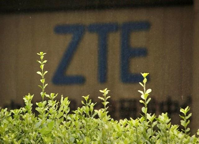 Trump mulls executive order to bar US cos from making Huawei, ZTE purchases