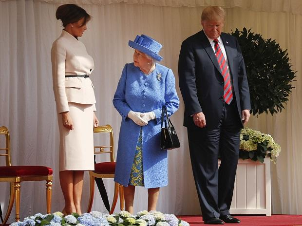 Queen Elizabeth II looks over towards first lady Melania Trump before inspecting the Guard of Honour with President Donald Trump at Windsor Castle | Photo: AP/PTI