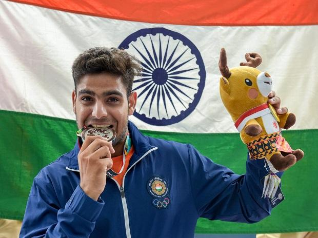LAKSHAY CLAIMS SILVER IN MEN'S TRAP EVENT