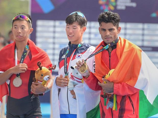 DUSHYANT WINS BRONZE IN ROWING
