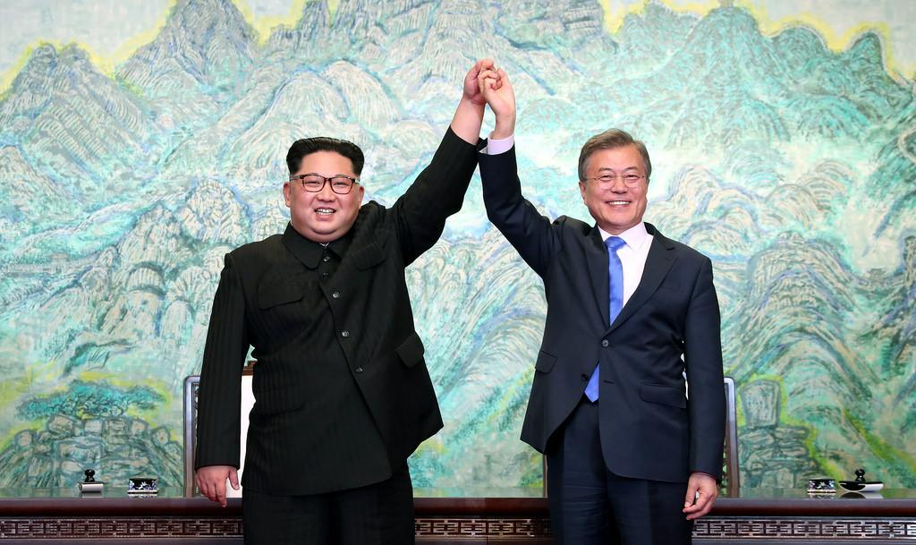 Two Koreas pledge to restore road, rail links