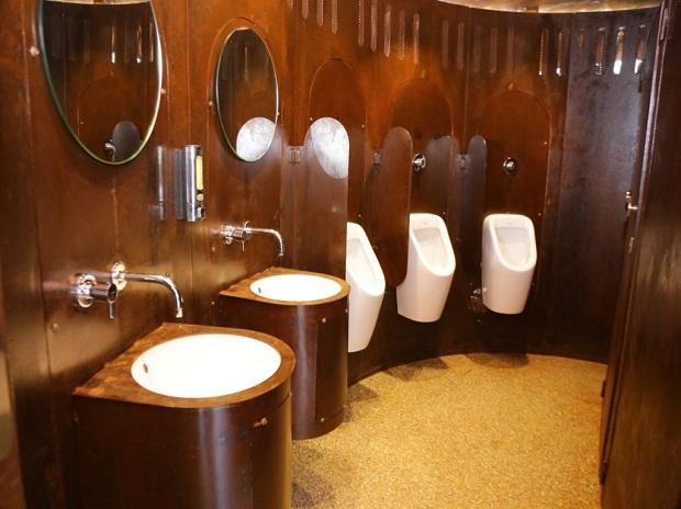 Mumbai toilet