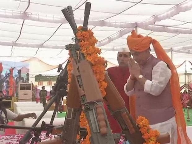 Home Minister Rajnath Singh performs 'Shastra Puja' at BSF Sector Headquarters in Bikaner on #Dussehra