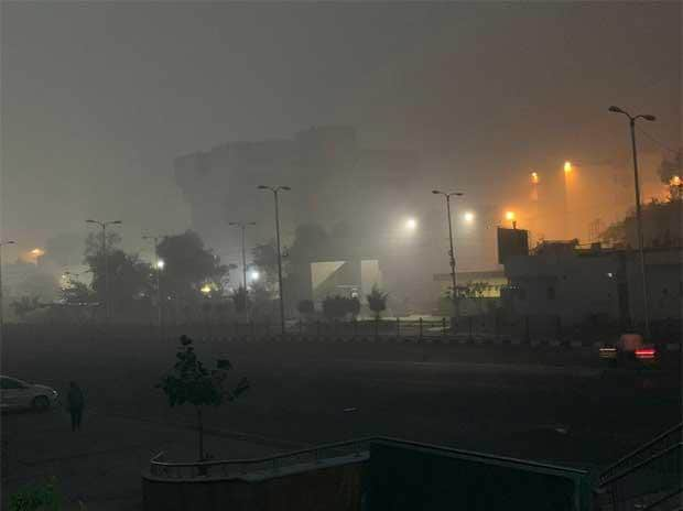 More than 300 arrested as New Delhi plunged into toxic Diwali smog