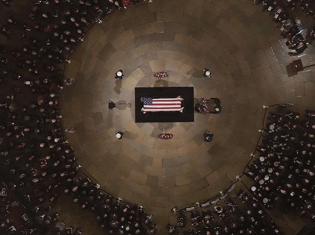 Former President George H. W. Bush lies in state in the U.S. Capitol Rotunda | Photo: AP/PTI