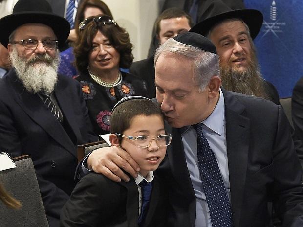 #19 Benjamin Netanyahu with Mosche Holtzberg