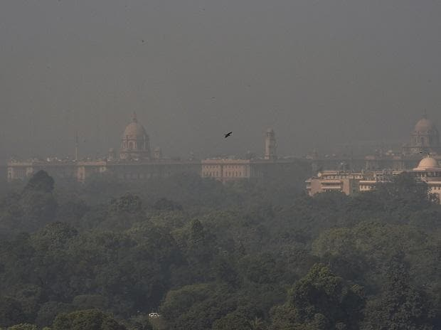 A view of the Rashtrapati Bhawan , South and North Block buildings  enveloped in a blanket of smog, caused by a mixture of pollution and fog, in New Delhi, Saturday (Photo: PTI)