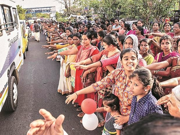 Women form the 620-km wall in Kochi on Tuesday 	Photo: PTI