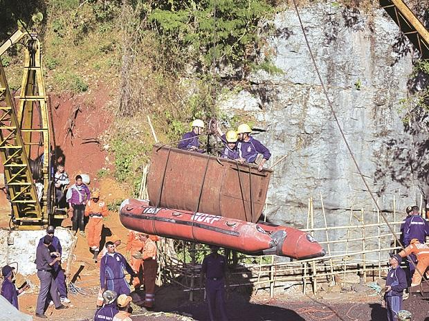 Navy personnel during a rescue operation in Meghalaya (Photo: Reuters/File)