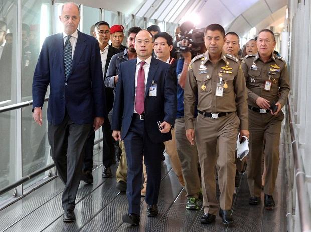UNHCR representative Giuseppe De Vincentiis (left) at the hotel in Thailand where Rahaf Mohammed al-Qunun had barricaded herself