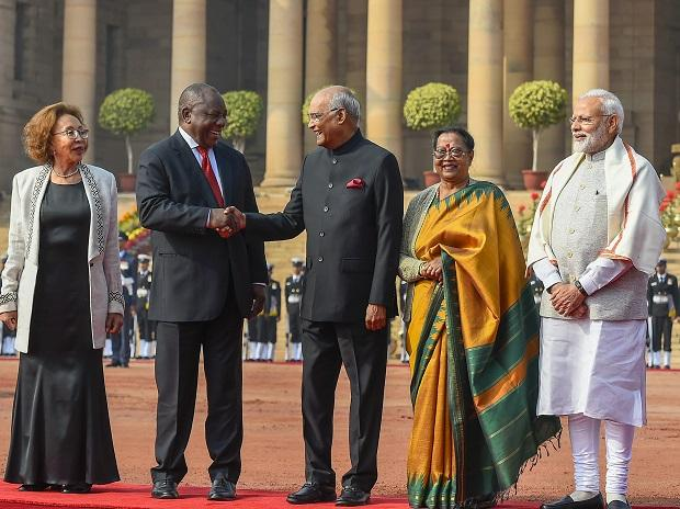 President Ram Nath Kovind greets his South African counterpart
