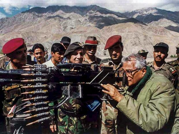 The Former Defence minister takes a view through a heavy machine gun, seized from the Pakistan army in Kargil in 2001