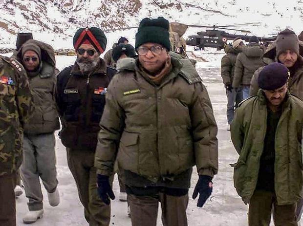 George Fernandes seen with the Army personnel during a visit to Siachen, J & K