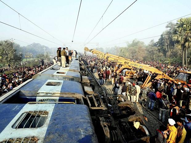 6 people died and 24 people were injured after the Delhi-bound Seemanchal Express derailed in Vaishali district of Bihar