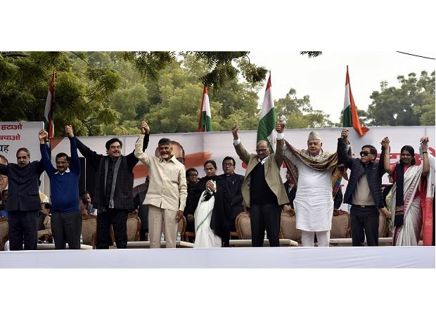 )Congress Leader Anand Sharma with Delhi C.M Arvind Kejriwal BJP Leader Shatrughan Sinha,Chandra Babu Naidu,West Bengal Chief Minister Mamata Banerjee, NCP Leader Sharad Pawar and others during a protest at Jantar Mantar, in New Delhi, Wednesday. Pho