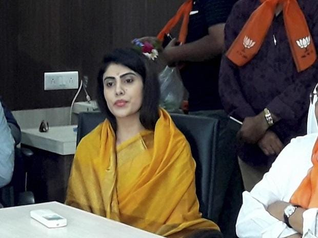Ravindra Jadeja S Father Sister Join Congress After Wife Joins Bjp