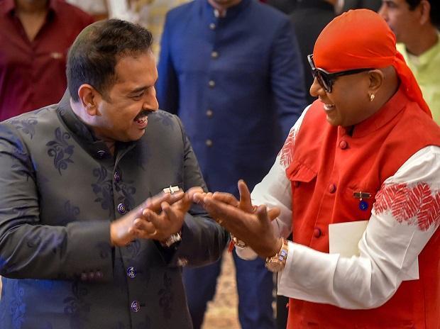 Singer and music composer Shankar Mahadevan Narayan shares a lighter moment with renowned percussionist Anandan Sivamani