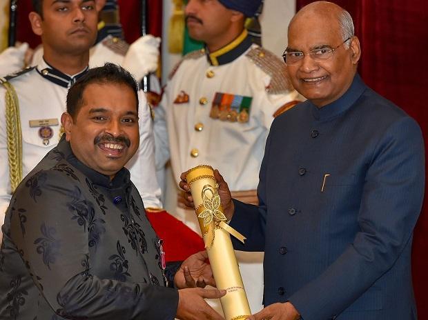 President Ram Nath Kovind confers Padma Shri upon Shankar Mahadevan Narayan, singer and music composer