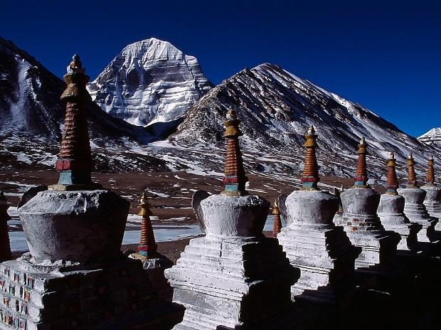 Stupas, with the north face of Mount Kailash in the background | Photo: Wikimedia Commons