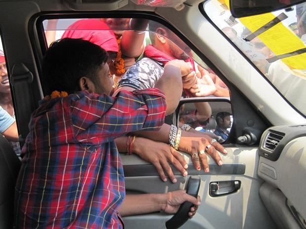Kanhaiya Kumar campaigns in his car for Lok Sabha election 2019 in Begusarai | Photo: Somesh Jha