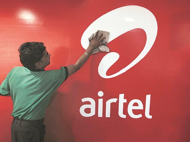 Bharti Airtel narrows its revenue gap with Reliance Jio in March quarter