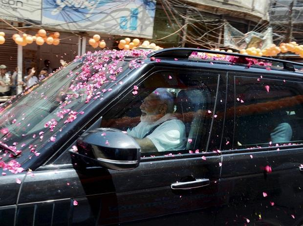 Varanasi: Prime Minister Narendra Modi is welcomed with flowers as he arrives in Varanasi, Monday, May 27, 2019. (PTI Photo)